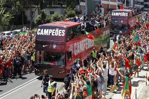 Portugals Nationalteam lässt sich in Lissabon feiern. Foto: dpa
