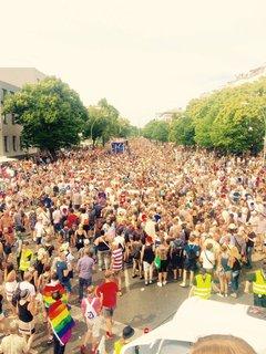 Die Crowd am Nollendorfplatz....