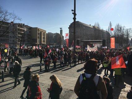 Das rund 8.000 Demonstranten heute gestreikt haben, wurde nun von Dieter Haase bestätigt. Julica osterhage