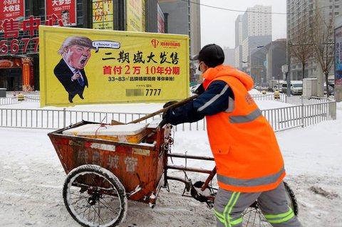 Das Werbeplakat einer Immobilienfirma im chinesischen Shenyang