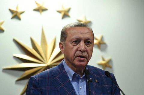 Erdogan in seiner ersten Fernseh-Ansprache nach dem Referendum. AFP PHOTO / Bulent Kilic
