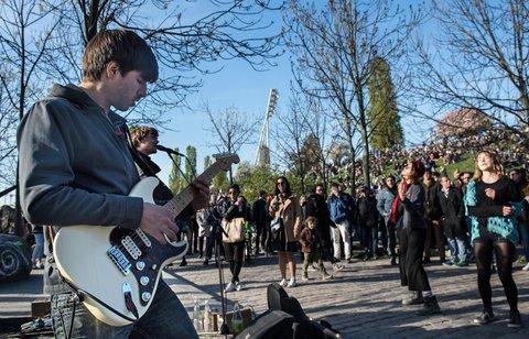 Musiker im Mauerpark. Foto: dpa