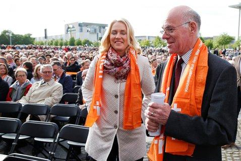 Bundestagspräsident Norbert Lammert und Familienministerin Manuela Schwesig bei der Eröffnungszeremonie des Kirchentags in Berlin.