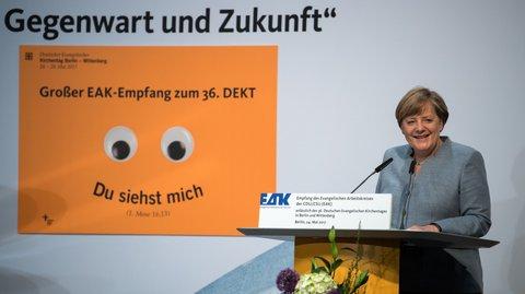 Angela Merkel spricht bei einem Empfang des Evangelischen Arbeitskreises der CDU/CSU anlässlich des Kirchentags 2017. Foto: dpa