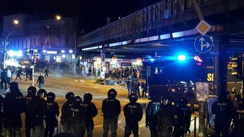 Die gelöschten Mülleimer an der Sternbrücke. Foto: Frank Jansen