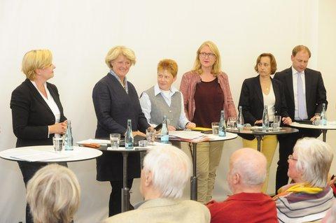 Die Berliner Spitzenkandidaten für die Bundestagswahl von links nach recht: Eva Högl (SPD), Monika Grütters (CDU), Petra Pau (Linke), Lisa Paus (Grüne), Beatrix von Storch (AfD), Christoph Meyer (FDP).