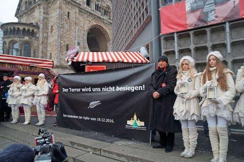 Protest gegen den Terror vor der Gedächtniskirche.