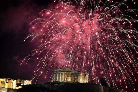 Feuerwerk über der Akropolis in Athen