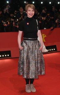 Wie angekündigt, Anna Brüggemann trägt Turnschuhe zur Eröffnung der Berlinale.