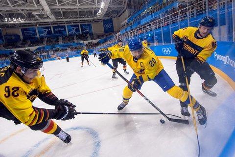 Marcel Noebels (l.) und Frank Hördler (r.) wollen im Viertelfinale gern wieder gegen Schweden spielen.