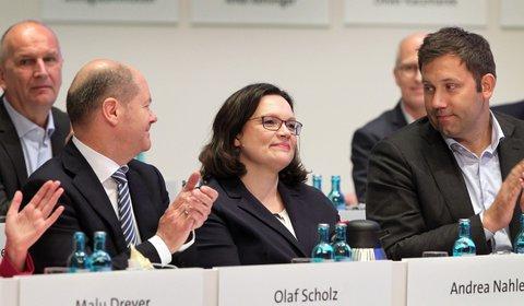 Andrea Nahles zwischen Olaf Scholz und Lars Klingbeil.