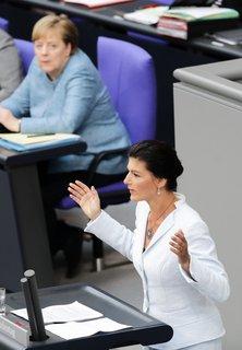 Sahra Wagenknecht (Linke) spricht