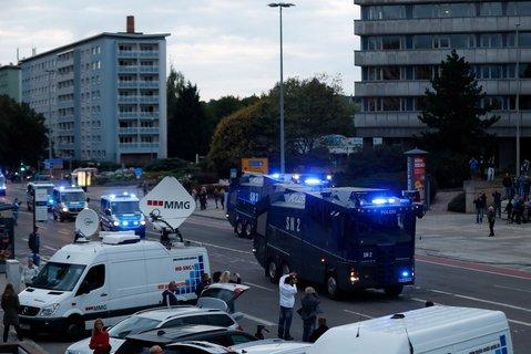 Wasserwerfer der Polizei in Chemnitz