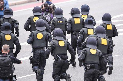 Polizisten am Rande der rechten Demo in Chemnitz