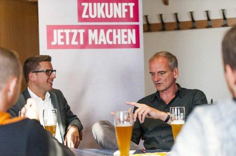 Mit SPD-Direktkandidat Swen Bastian (l.) in Alsfeld-Leusel.