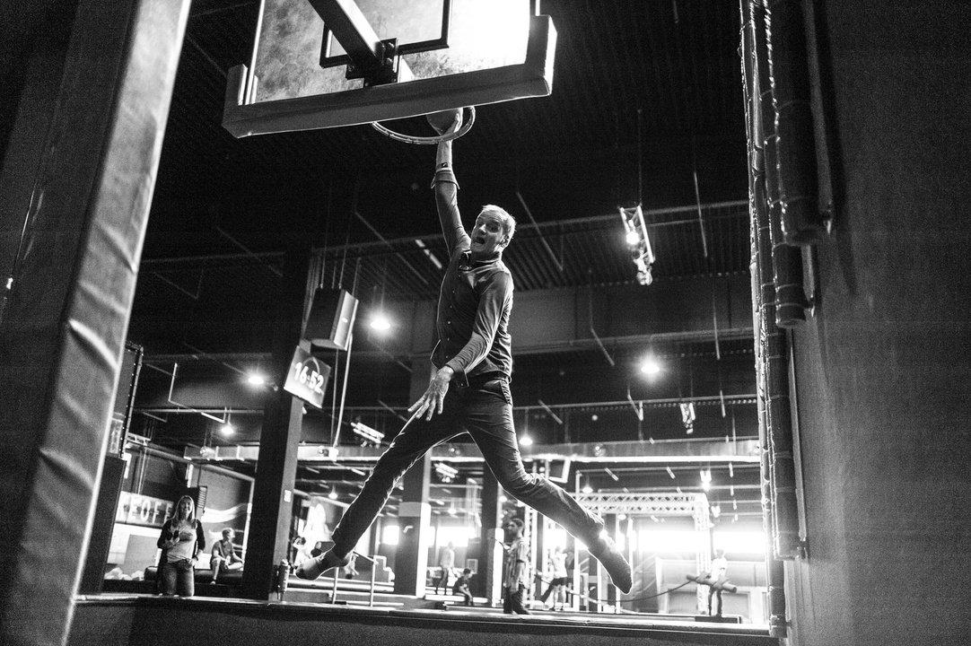 Handball Basketball der Normgr/ö/ße 5 Gr/ün//Wei/ß KICKER f/ür Fu/ßball FAHRER Ballhalter