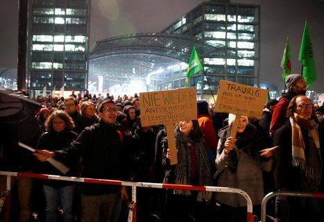 Gegenprotest vor dem Berliner Hauptbahnhof
