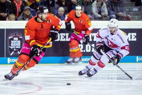 Daryl Boyle (München. li.) im Spiel gegen die Schweiz.