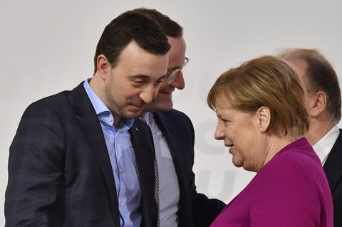 Auch Kanzlerin Angela Merkel gratuliert Paul Ziemiak zur Wahl