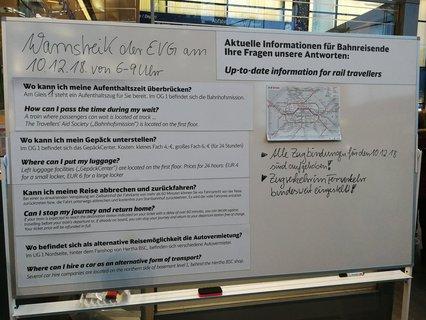 Analoge Fahrgastauskunft der Deutschen Bahn.