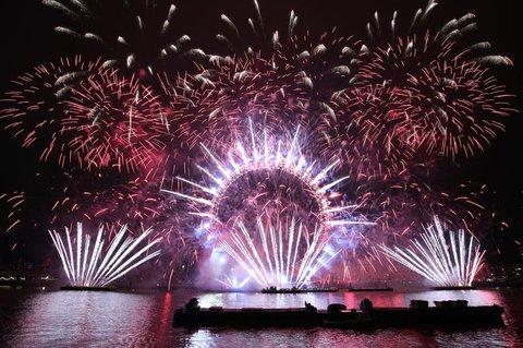 Feuerwerk über dem Riesenrad