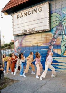 So tanzen die Mitglieder der Tanzkompanie