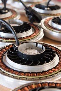 Scheibenmotoren in den Produktionsräumen der Firma Pendix.