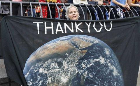 Eine Unterstützerin der schwedischen Umweltaktivistin.