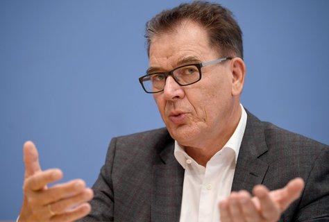 Minister Müller bittet alle mitzuhelfen, damit der