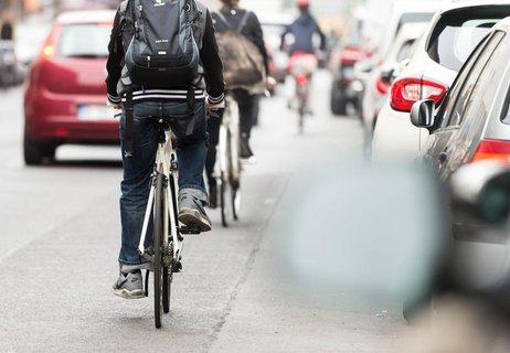 Schadet das Tragen eines Rucksacks beim Fahrradfahren?