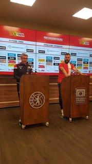 Trainer Urs Fischer bei der Pressekonferenz.