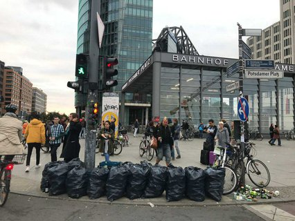 Müllsäcke auf dem Potsdamer Platz