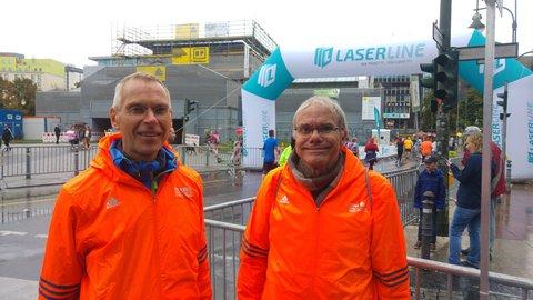 Freiwillige Helfer: Helmut Volmer (li.) und Olaf Glöb