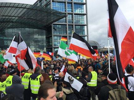 Demonstranten von vor dem Hauptbahnhof.