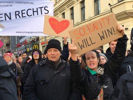 Gegendemonstranten am Checkpoint Charlie