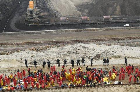 Tagebau Jänschwalde: Polizei setzt Aktivisten fest