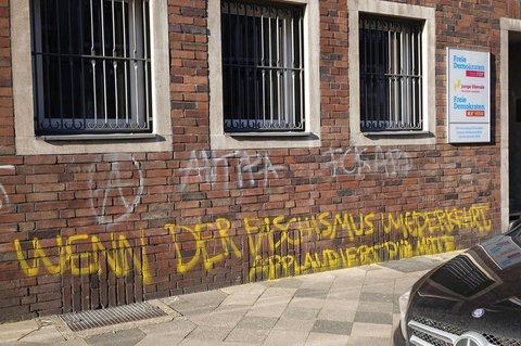 Die beschmierte NRW-Zentrale der FDP in Düsseldorf.