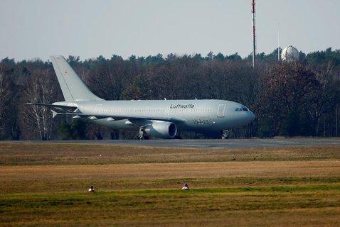 L'avion de l'Air Force a atterri à Tegel.