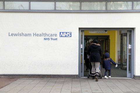 Eingang der Klinik in Lewisham im Süden Londons.