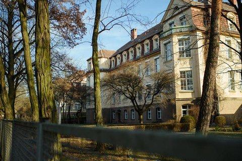 Ein Gebäude der DRK-Klinik in Berlin-Köpenick.