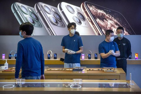 Mitarbeiter im Apple-Store in Peking