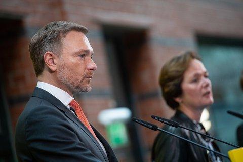 Christian Lindner spricht bei der Pressekonferenz der FDP am Tag nach der Hamburg-Wahl.