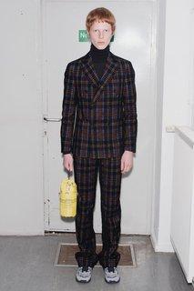 Das Karo stimmt beim Anzug mit Doppelreiher.