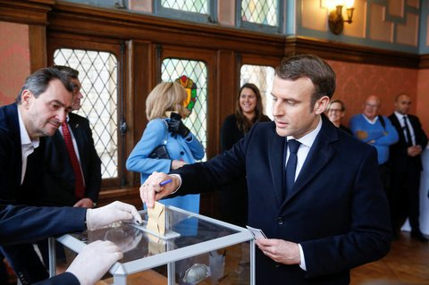 Emmanuel Macron bei der Stimmabgabe.