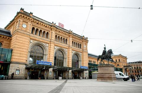 Ruhig ist es auch vor dem Hauptbahnhof in Hannover.