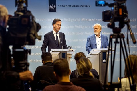 Ministerpräsident Mark Rutte (l.) und Jaap van Dissel.