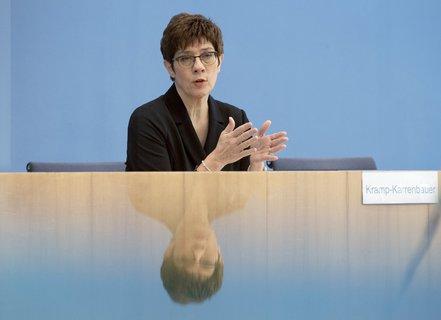 Im Spiegel der Krise: Verteidigungsministerin Annegret Kramp-Karrenbauer (CDU).