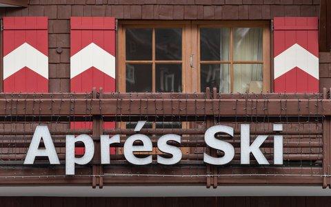 Das beliebte Aprés-Ski-Feiern wurde vielen Skiurlaubern in Ischgl zum Verhängnis.