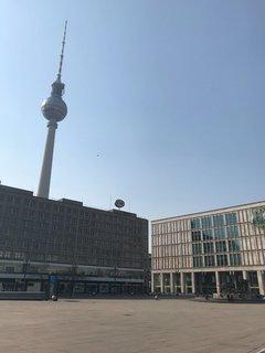 Berliner Alexanderplatz am Samstagmittag.
