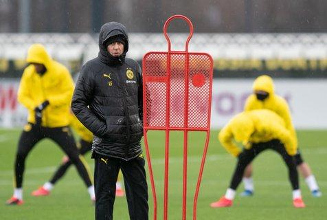 Hauptsache gut eingepackt: Die Dortmunder um Trainer Lucien Favre wollen wieder auf den Trainingsplatz zurück.